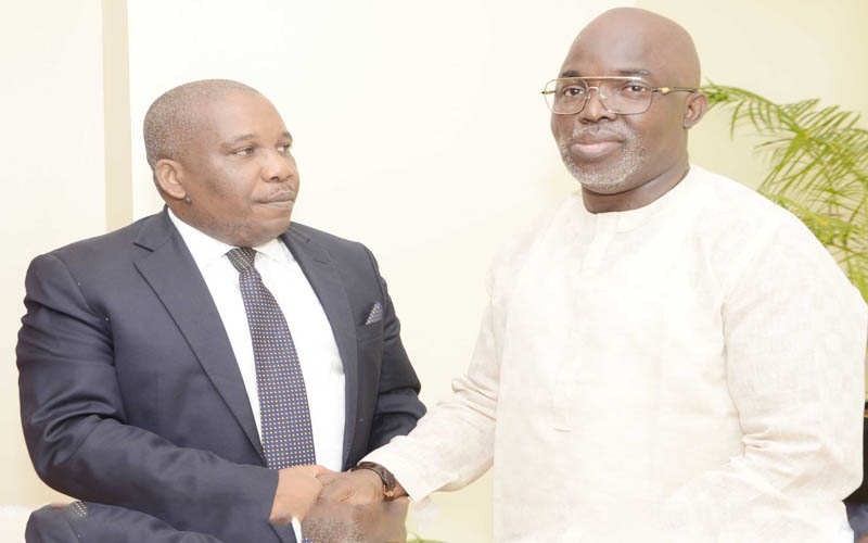 THE SUN eulogizes, presents letter of award to Pinnick